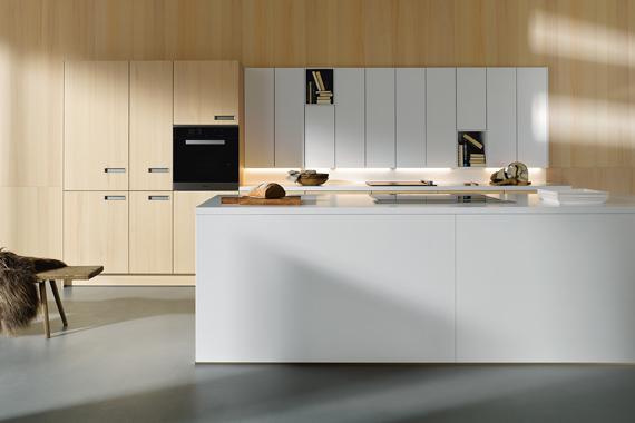 Nissen in een kast van een moderne keuken van Boncquet