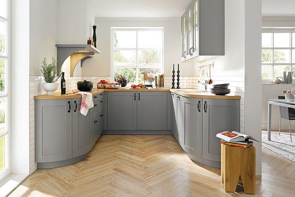 grijze keuken met klassieke rondingen Boncquet