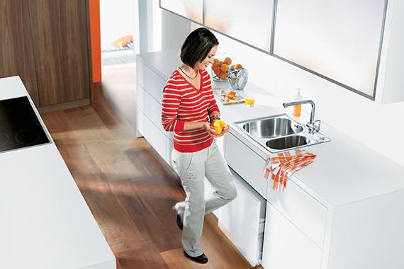 conseils sur entretien d'un plan de travail, femme dans une cuisine Boncquet