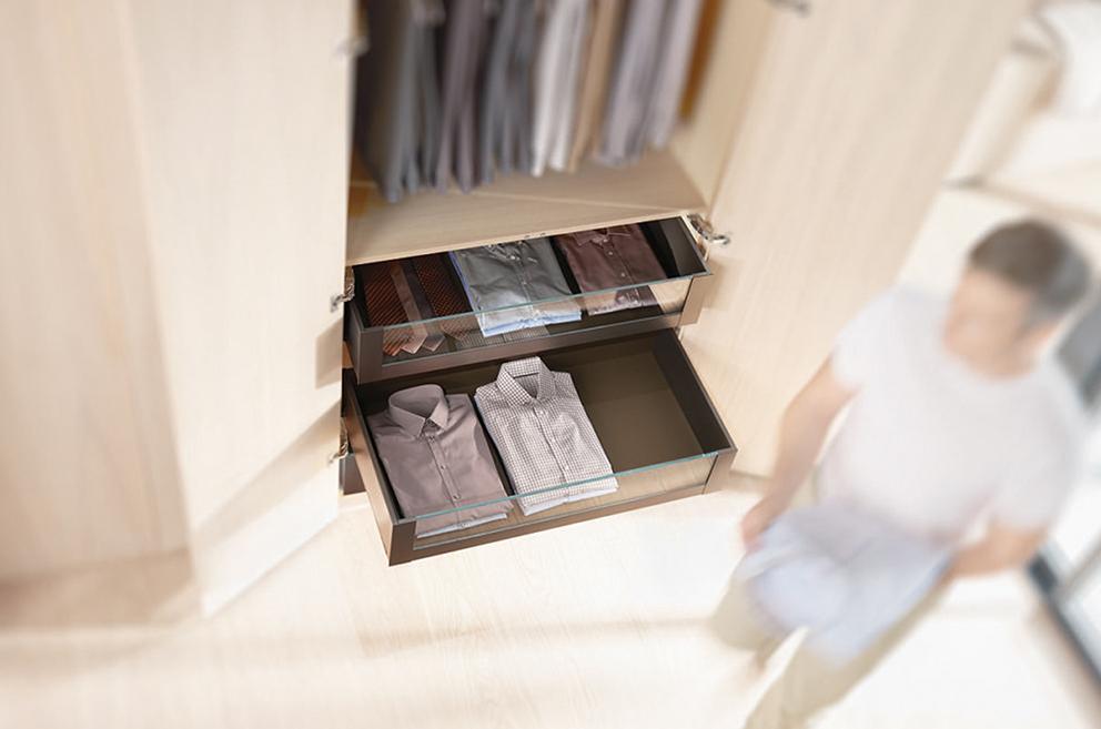 tiroir compartimenté pour chemises dans un dressing Boncquet, meuble sur mesure