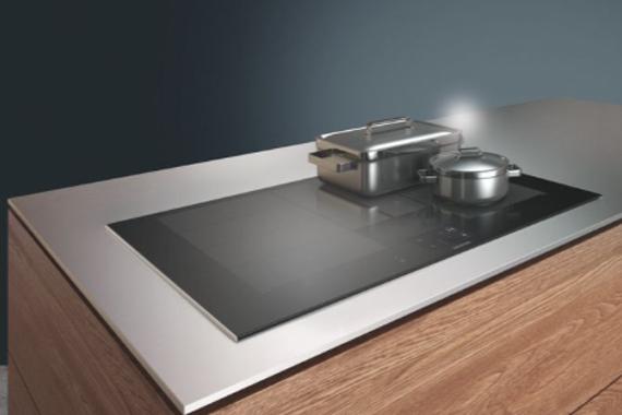 Siemens kookplaat zonder lijnen in een moderne keuken van Boncquet