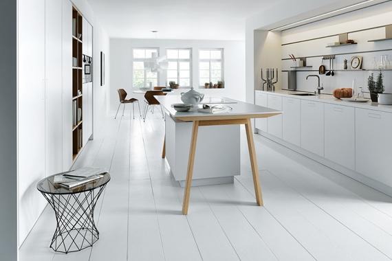 cuisine moderne Boncquet, des rails accrochés au mur pour changer l'agencement des étagères et crochets - Boncquet moderne keuken, rails in de wand voor leggers of hangers